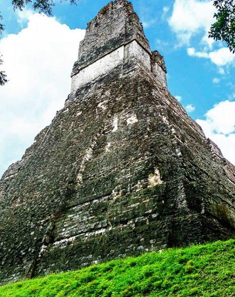 Središnji hram sakralnog kompleksa u Tikalu