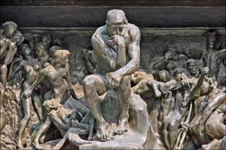 """Auguste Rodin - The Thinker at the Gates of Hell (mislilac u zagrobnom životu, na neki način predstava mislioca kao """"procesa mišljenja"""" koje je svoj put našlo u onom životu, tj. da je naše mišljenje ono što preživljava smrt)"""