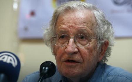 Noam Čomski: Izbeglički talas je izazvao Zapad