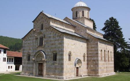 Manastiri Srbije – Molitvena mesta i važan deo istorije
