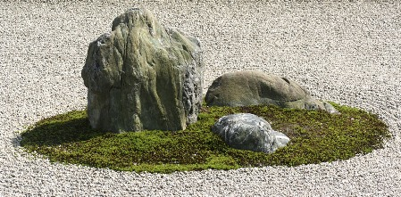 """Kameni vrt hrama """"Mirnog zmaja"""""""