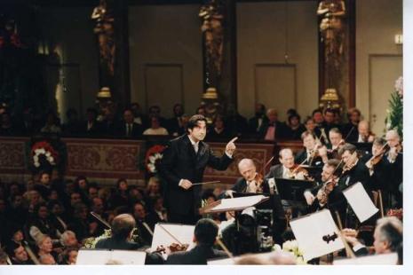 Bečki novogodišnji koncerti Riccardo-Muti-i-Becki-filharmonicari-2000.-godine