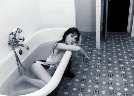 Šarlot Gensburg – jedinstvenost multitaletnovane umetnice koja pomera granice