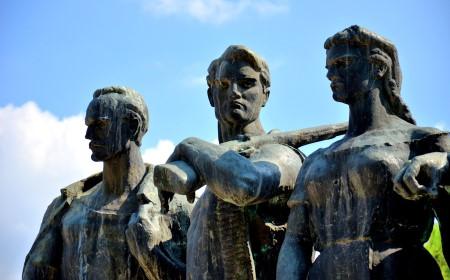 Pojedini aspekti ideološke pozadine zvanične kulture sećanja tokom postojanja FNRJ i SFRJ