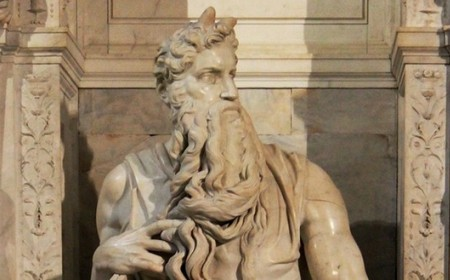 Rogovi od svetlosti ili Frojdova fascinacija Mikelanđelovim Mojsijem