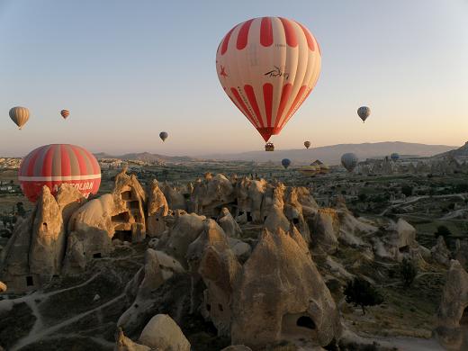Turska, let balonom iznad Kapadokije – pogled na vilinske dimnjake