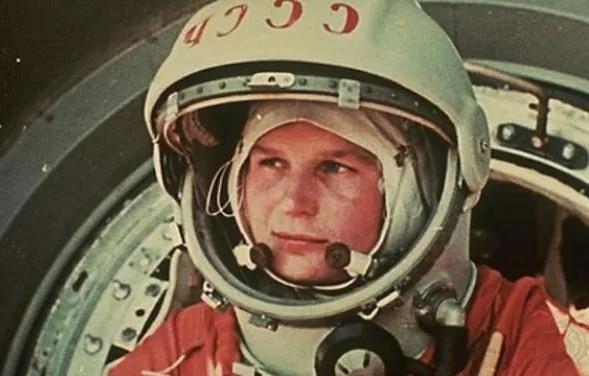 Jurij Gagarin: Ikar iz Smolenska